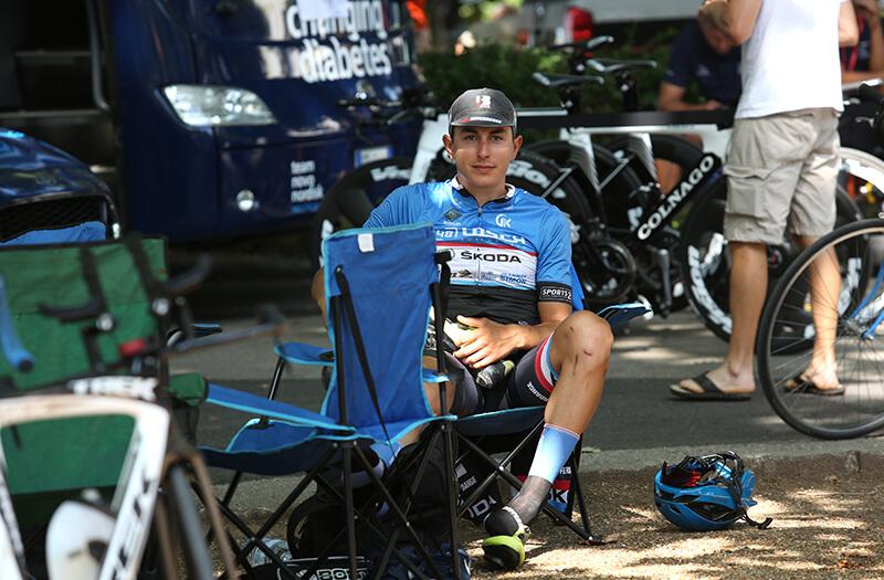 Rózsa Balázs a Tour de Hongrie egyik szakasza előtt még pihenget
